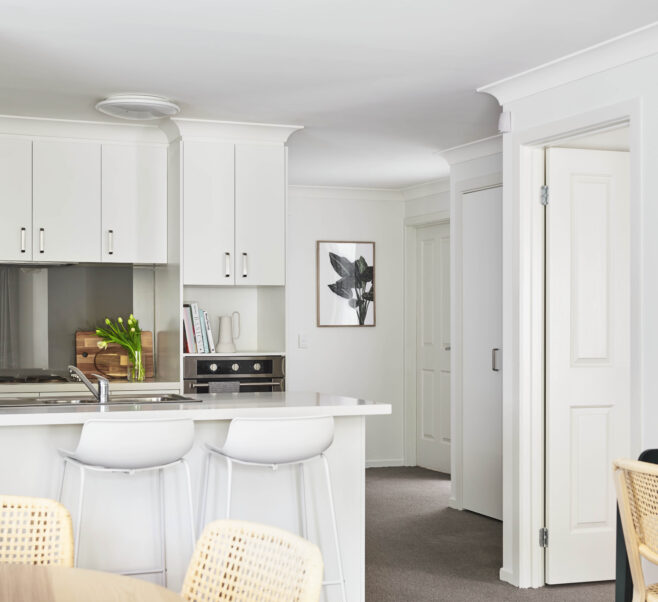 Stunning kitchen with fitted cooker, stove top and breakfast bar.