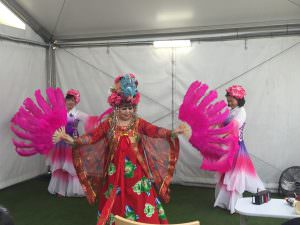 dancers from the Chinese Youth League of Australia dancing around