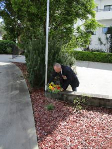 RSL member placing down flowers